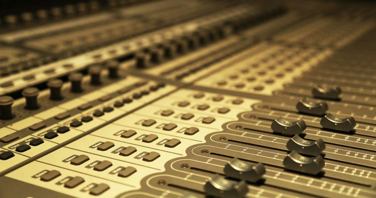 如何建立自己的录音棚录音设备的硬件搭配和装修方案有哪些?